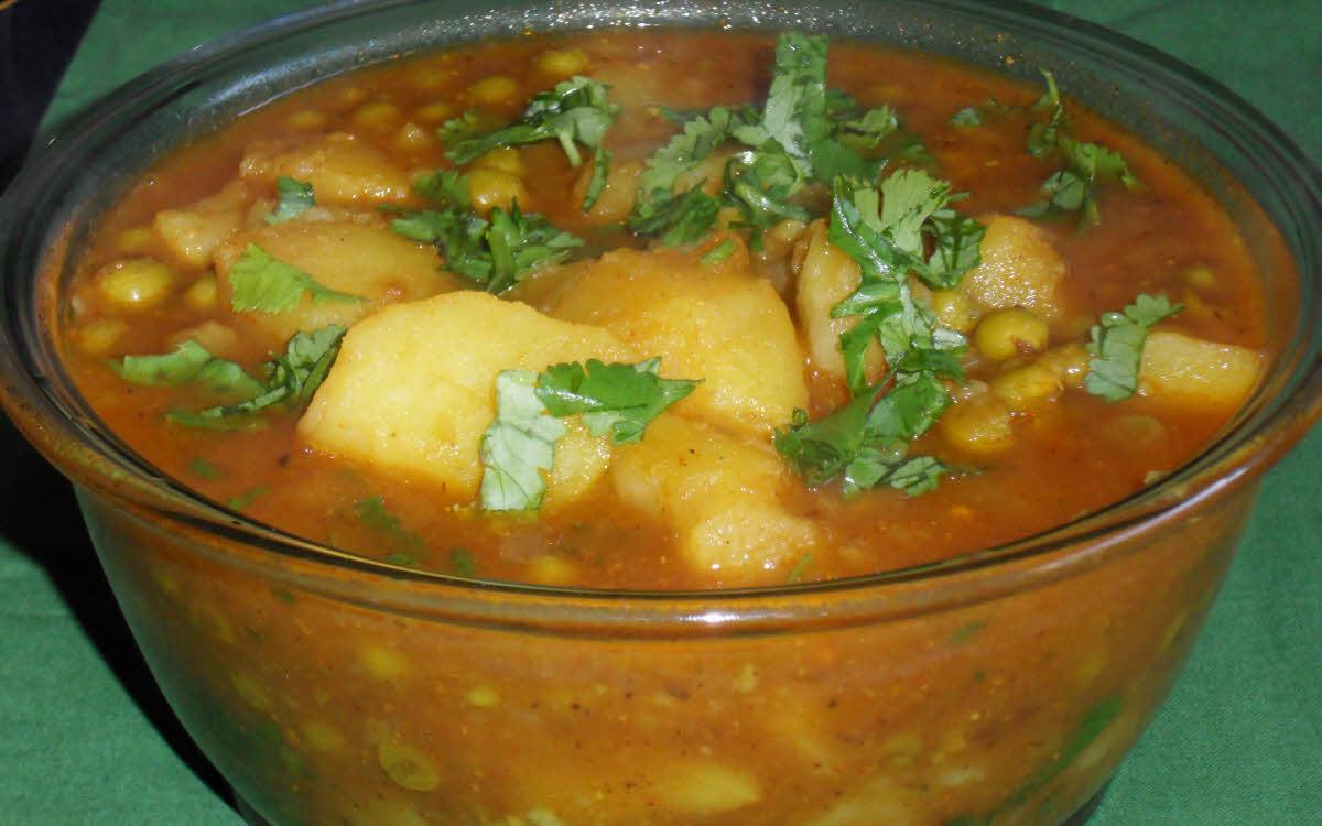 आलू मटर की रसेदार सब्ज़ी